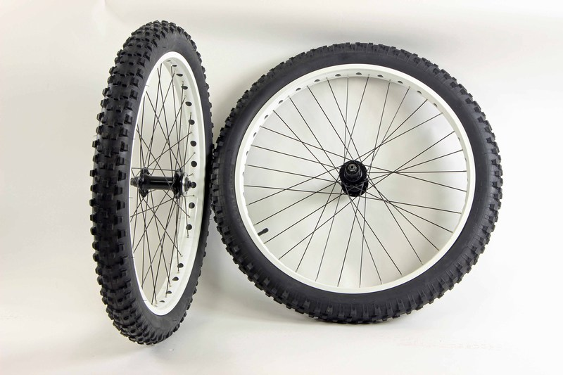 Parts 26 inch x 3.0 Fat Tire Wheels Tires and Tubes Unbranded White Rims Image